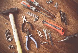 Werkzeug auf einem Tisch