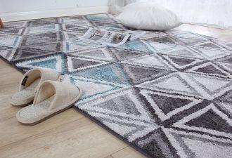 Klebereste vom Teppich entfernt