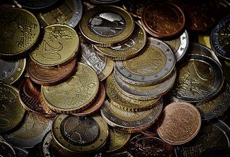 Münzen, die durcheinander liegen