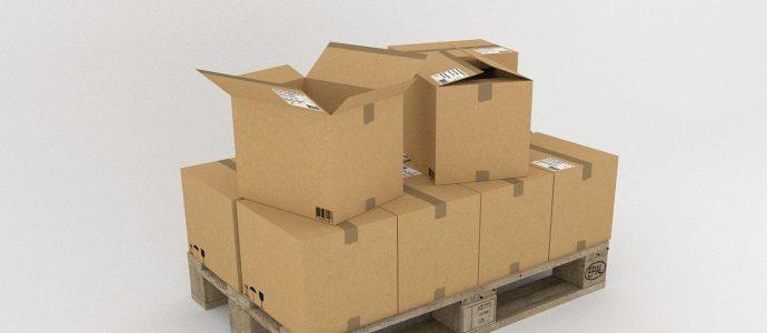mehrere Pakete auf einer Pallette