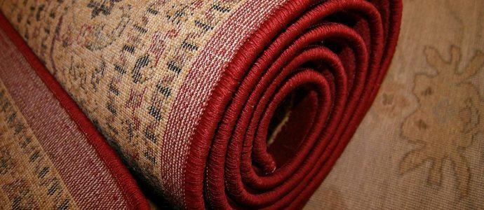 Teppich ohne Klebereste aufgerollt