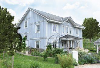 Ein Mehrfamilienhaus (Schwabenhaus) mit Garten