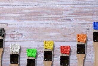 Acrylfarbe auf Holz auftragen