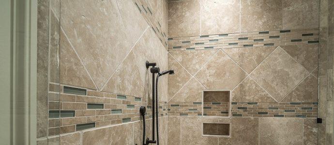 moderne graue Dusche