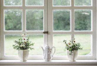 Rettungsdecke am Fenster als Hitzeschutz