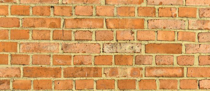Mauer aus Ziegelsteinen und Mörtel