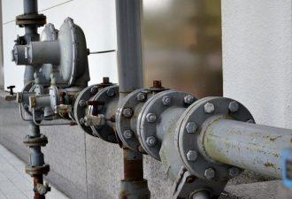 Wasserleitungsrohre miteinander verbunden