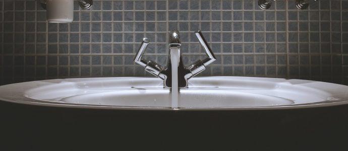 badezimmer-mit-feuchtraumstecker