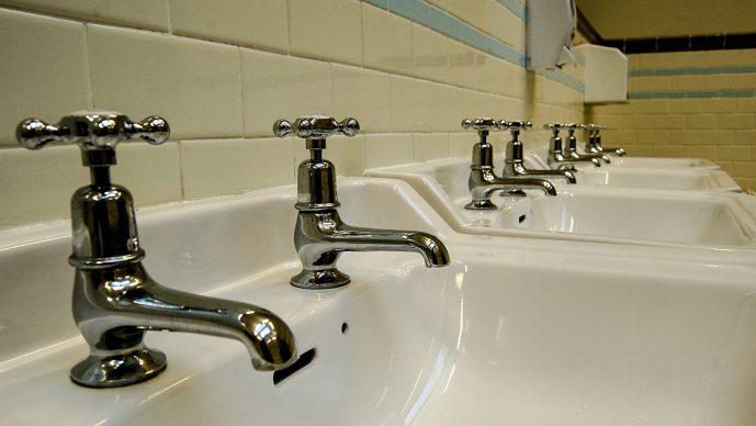 Wasserhahn mit 3 Anschlüssen